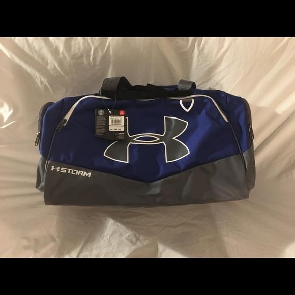 5391d4c7 Underarmour medium duffel bag with shoulder strap NWT